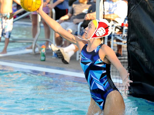 水中の格闘技?水球とは