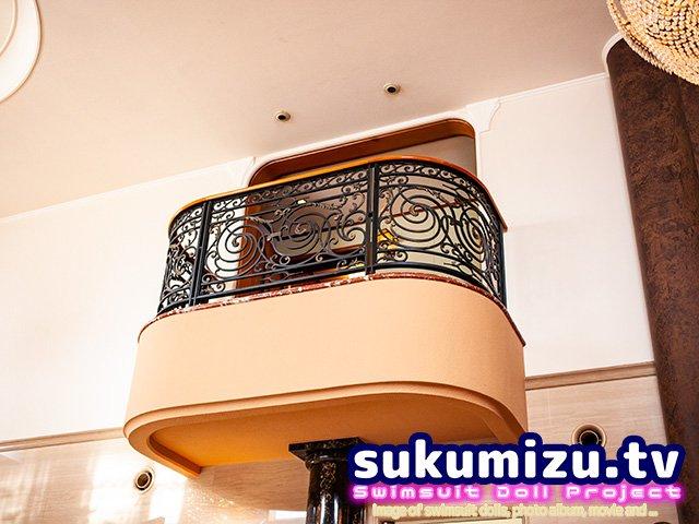 例のプールスタジオの9階メインリビングの天井、10階部分吹き抜け